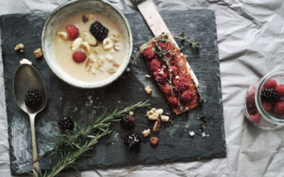 Porridge served on slate with berries and toast